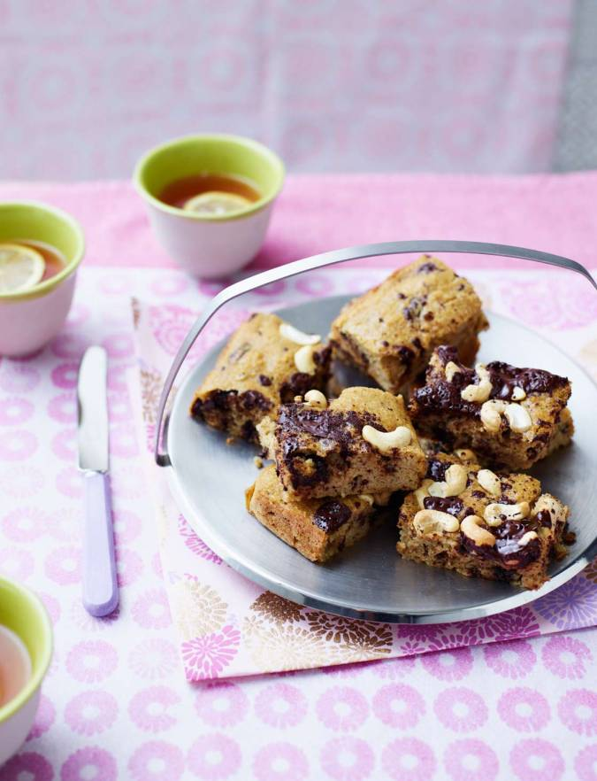 Recipe: Cashew and chocolate chip squares