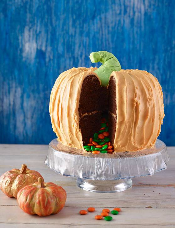 Recipe: Chocolate spiced pumpkin piñata cake
