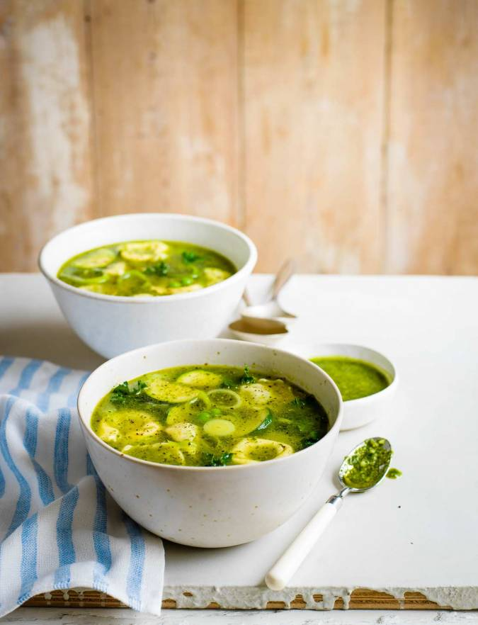 Recipe: Veggie pesto tortelloni broth