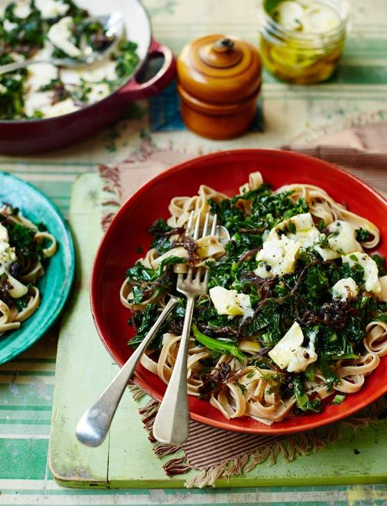 Recipe: Wholewheat tagliatelle with kale, caramelised onions and goats' cheese