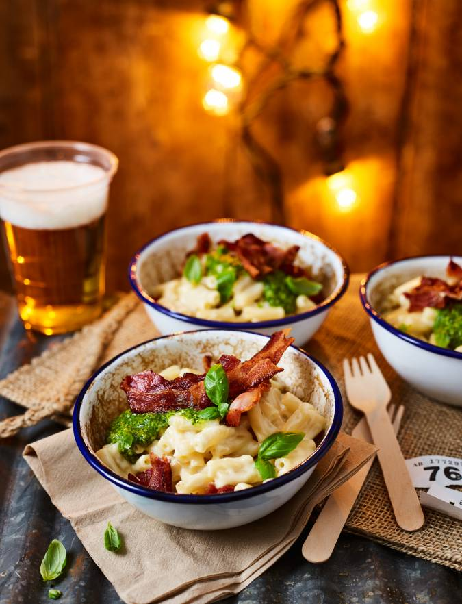 Recipe: Macaroni cheese with crispy bacon and pesto