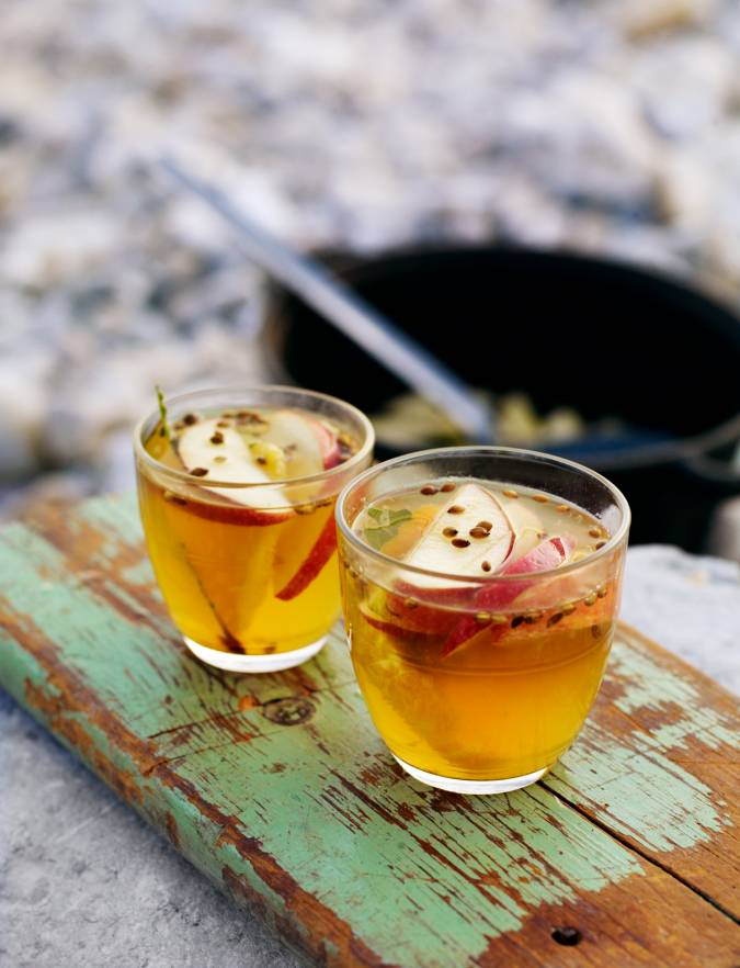 Recipe: Hot toddy with bay leaves and orange