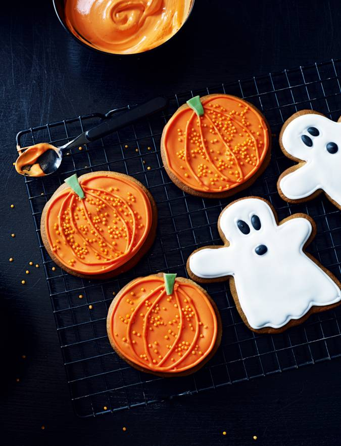 Recipe: Pumpkin & ghost ginger biscuits