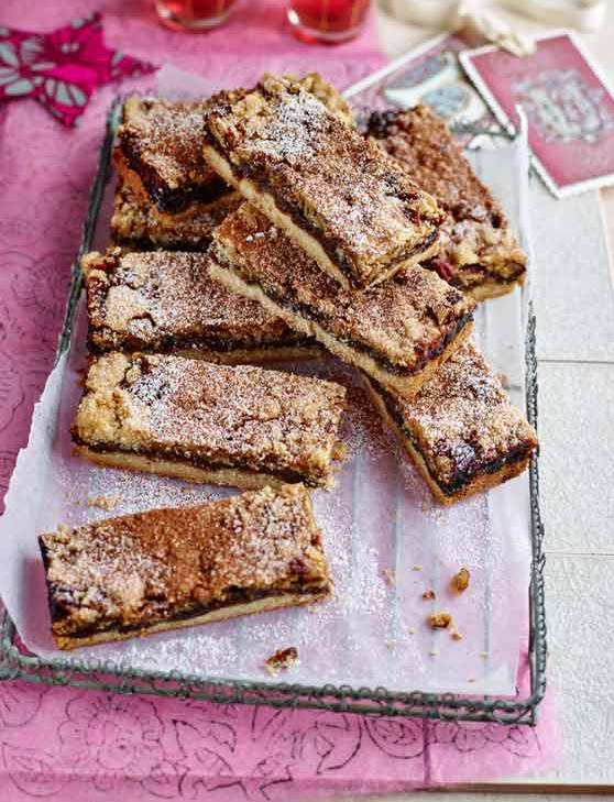 Recipe: Mincemeat, pecan and cinnamon crumble bars
