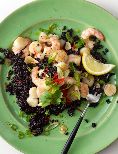 Recipe: Fragrant scallops and prawns with black rice