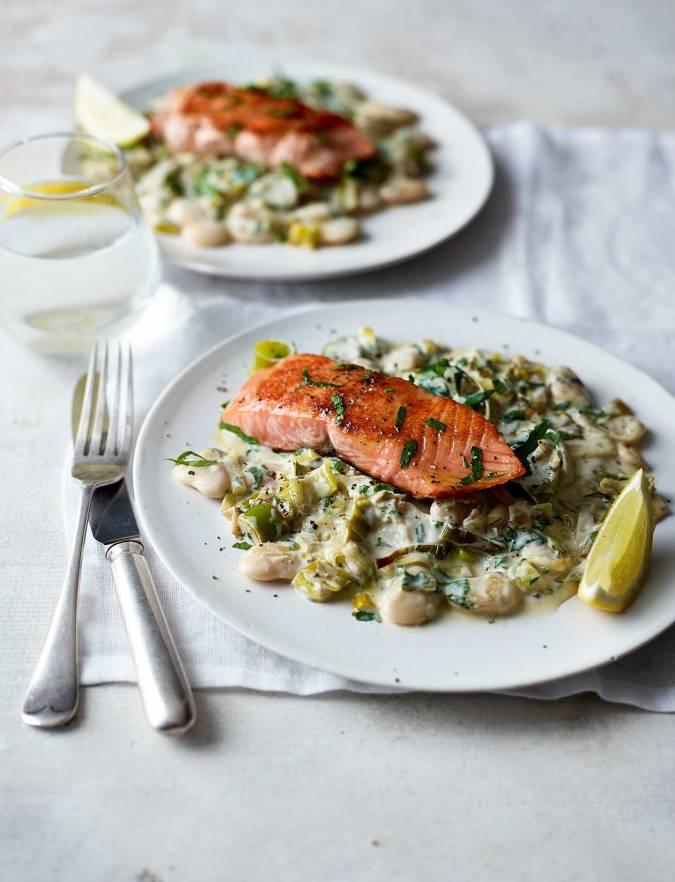 Recipe: Salmon with creamy leeks and butter beans