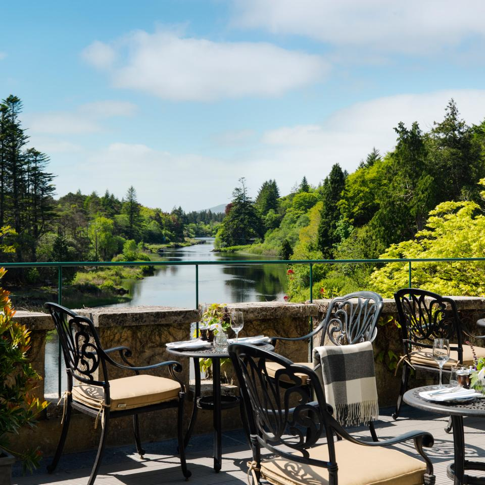 Ballynahinch-Terrace-Dining-1-300mm-Hi-Res