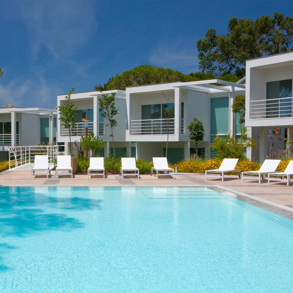 Martinhal_Cascais_ClubHouse-Pool-and-Villas