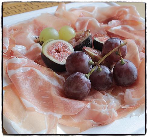 parma-ham-with-grapes.jpg