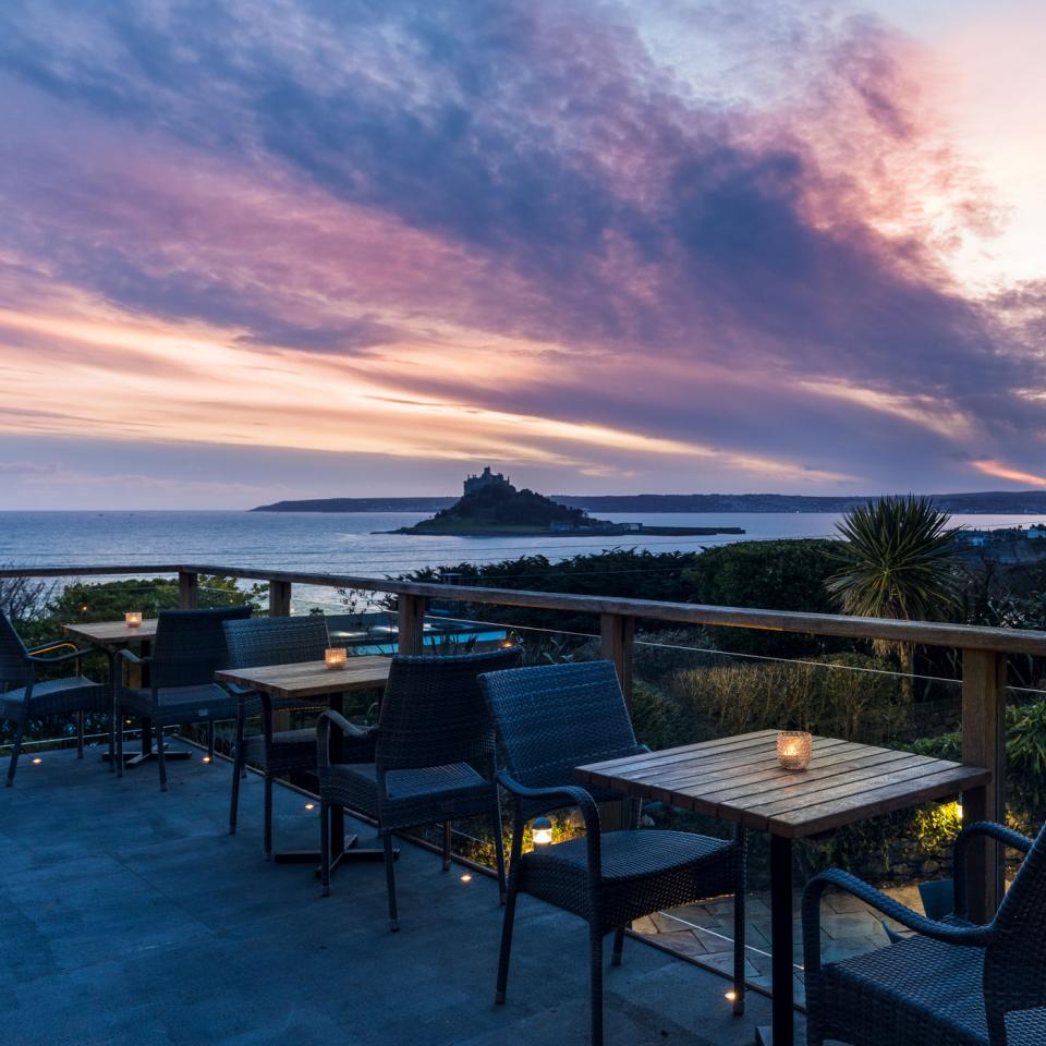 Mount-Haven---Terrace-Bar---Terrace---Winter-Sunset-over-Mount's-Bay---credit-Mike-Searle
