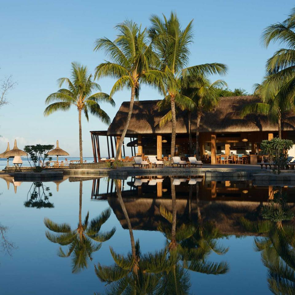 MOR_66721113_outrigger-mauritius-beach-resort-ext-pool-view3