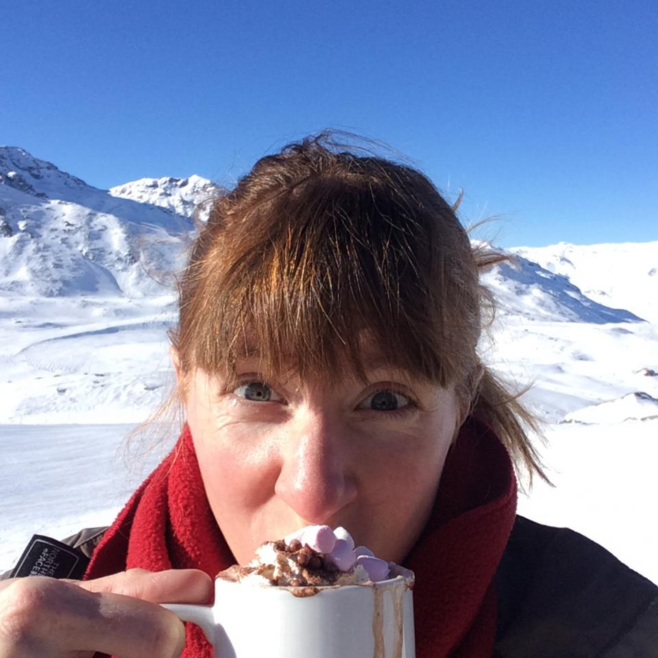 Hot-chocolate-on-the-slopes